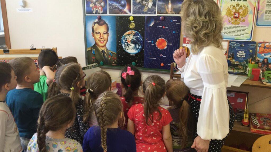 """Конспект занятия на тему """"Путешествие в космос"""" Урываева ..."""